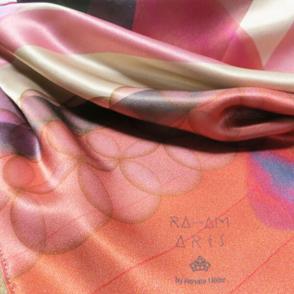 Cashmere-Triangle-floating-deep-caramel-close14-1.jpg