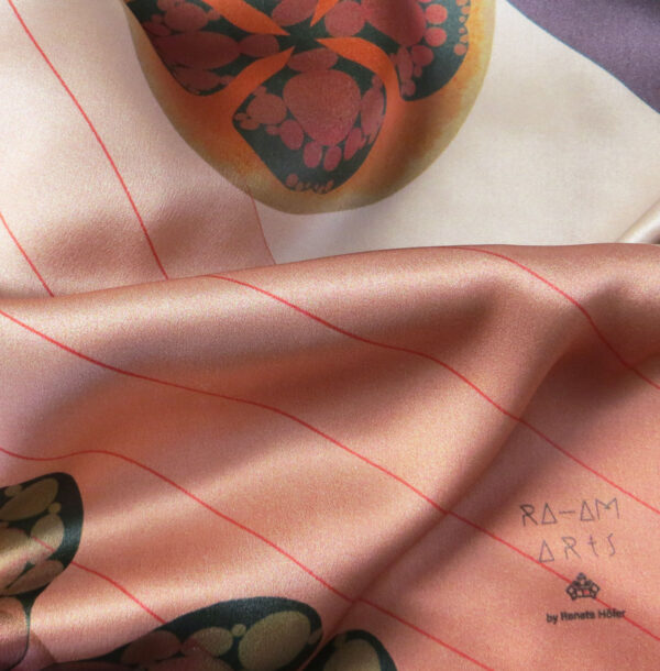 cashmere-triangle-7194-close2.jpg